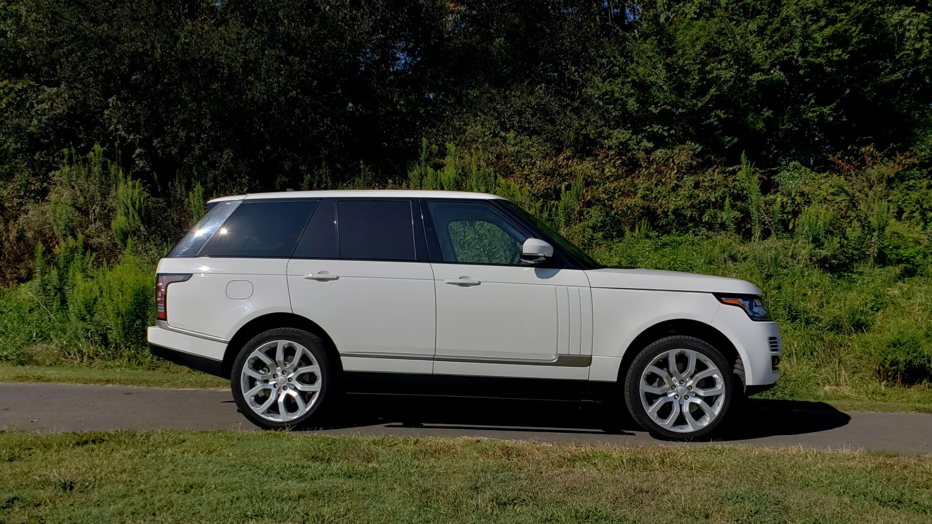 Used 2015 Land Rover Range Rover Supercharged for sale Sold at Formula Imports in Charlotte NC 28227 3