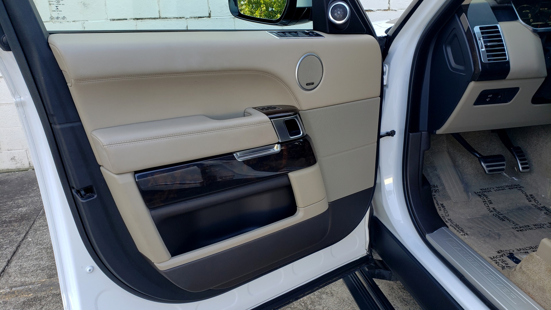 Used 2015 Land Rover Range Rover Supercharged for sale Sold at Formula Imports in Charlotte NC 28227 31