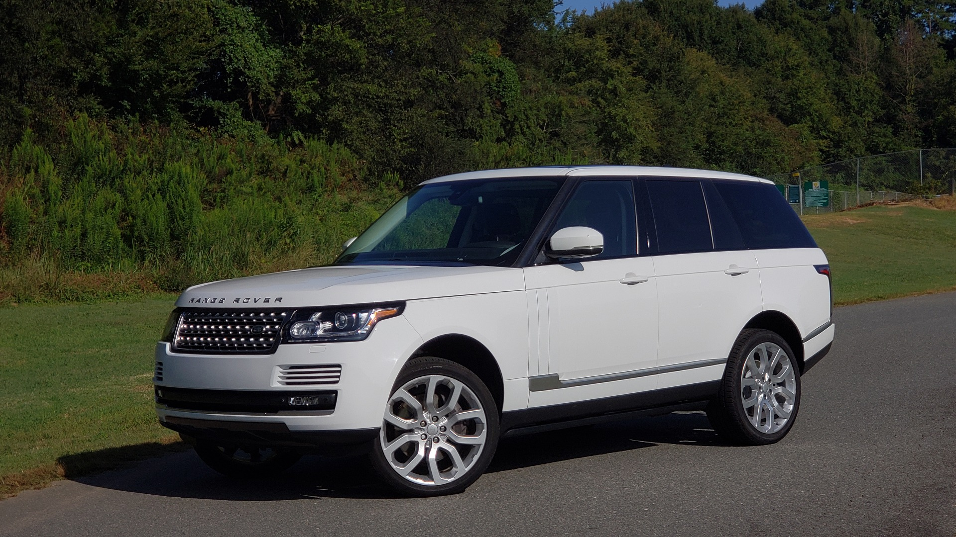Used 2015 Land Rover Range Rover Supercharged for sale Sold at Formula Imports in Charlotte NC 28227 4