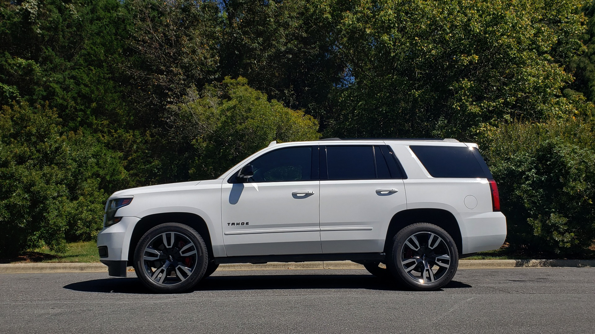 Used 2018 Chevrolet TAHOE PREMIER 4WD / 6.2L V8 / NAV / SUNROOF / ENT / BOSE / 3-ROW / REARVIEW for sale Sold at Formula Imports in Charlotte NC 28227 4
