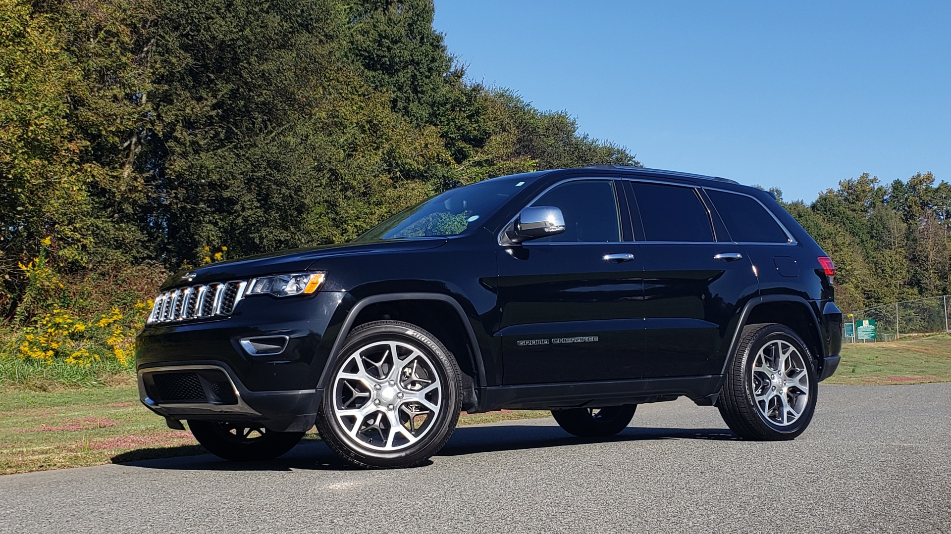 Used 2019 Jeep GRAND CHEROKEE LIMITED 4X4 / NAV / SUNROOF / BLIND SPOT MONITOR / REARVIEW for sale Sold at Formula Imports in Charlotte NC 28227 2