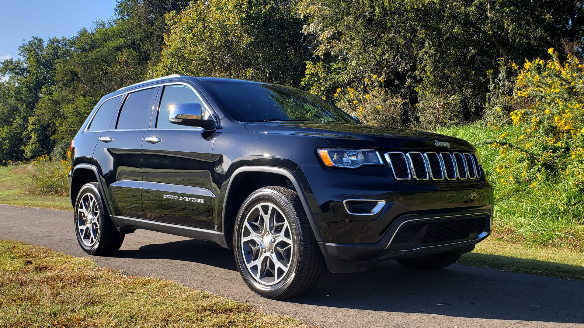 Used 2019 Jeep GRAND CHEROKEE LIMITED 4X4 / NAV / SUNROOF / BLIND SPOT MONITOR / REARVIEW for sale Sold at Formula Imports in Charlotte NC 28227 3
