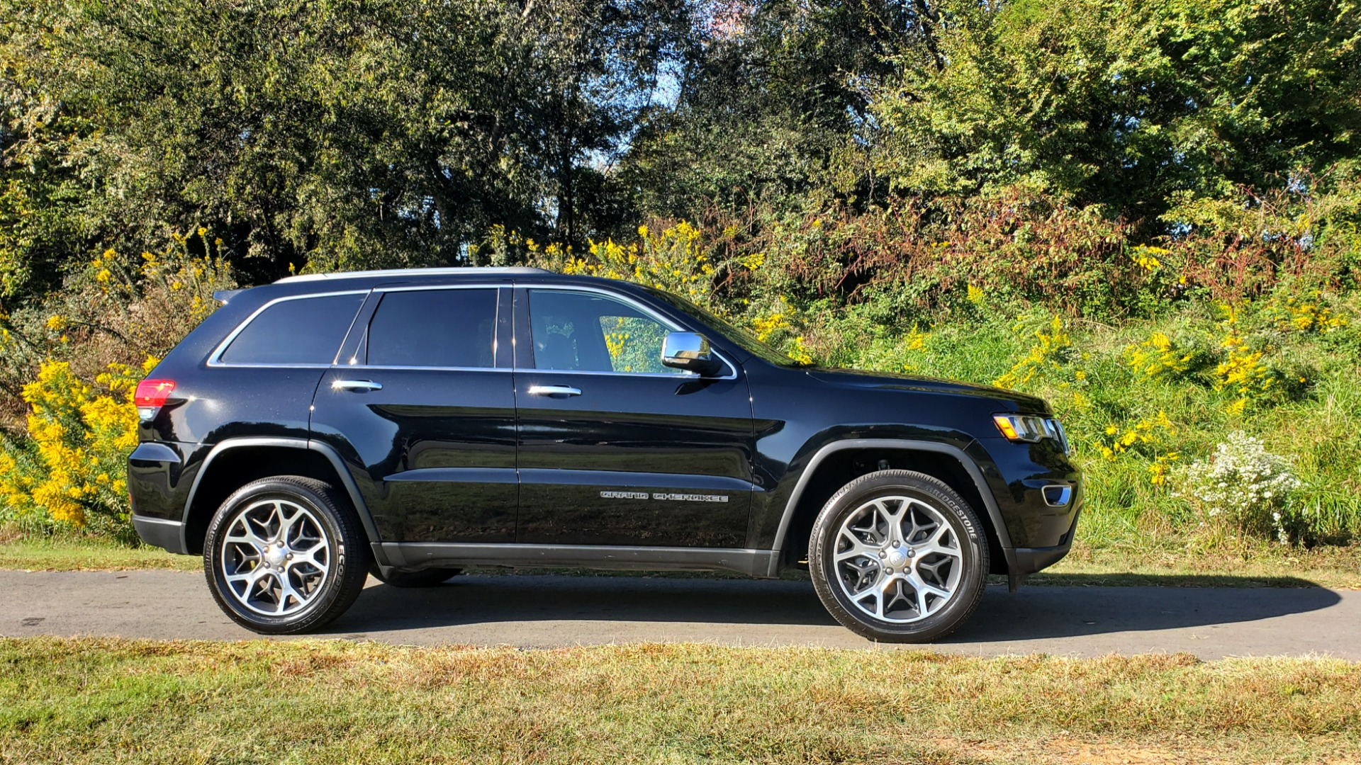 Used 2019 Jeep GRAND CHEROKEE LIMITED 4X4 / NAV / SUNROOF / BLIND SPOT MONITOR / REARVIEW for sale Sold at Formula Imports in Charlotte NC 28227 4