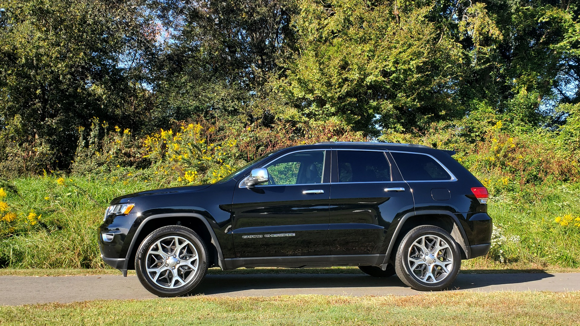 Used 2019 Jeep GRAND CHEROKEE LIMITED 4X4 / NAV / SUNROOF / BLIND SPOT MONITOR / REARVIEW for sale Sold at Formula Imports in Charlotte NC 28227 7