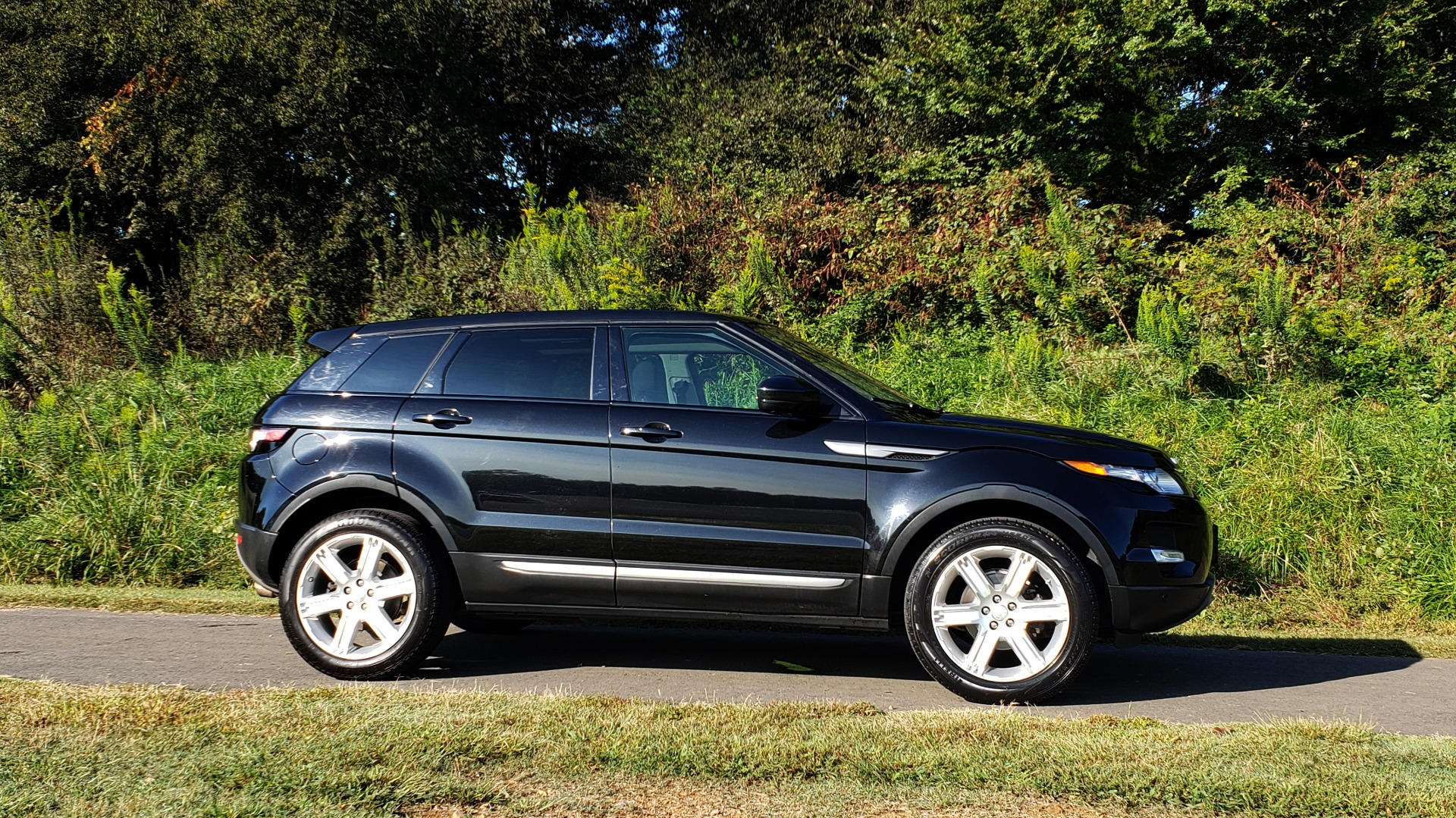 Used 2015 Land Rover RANGE ROVER EVOQUE PURE PREMIUM / PURE PLUS / CLIMATE COMFORT / REARVIEW for sale Sold at Formula Imports in Charlotte NC 28227 4
