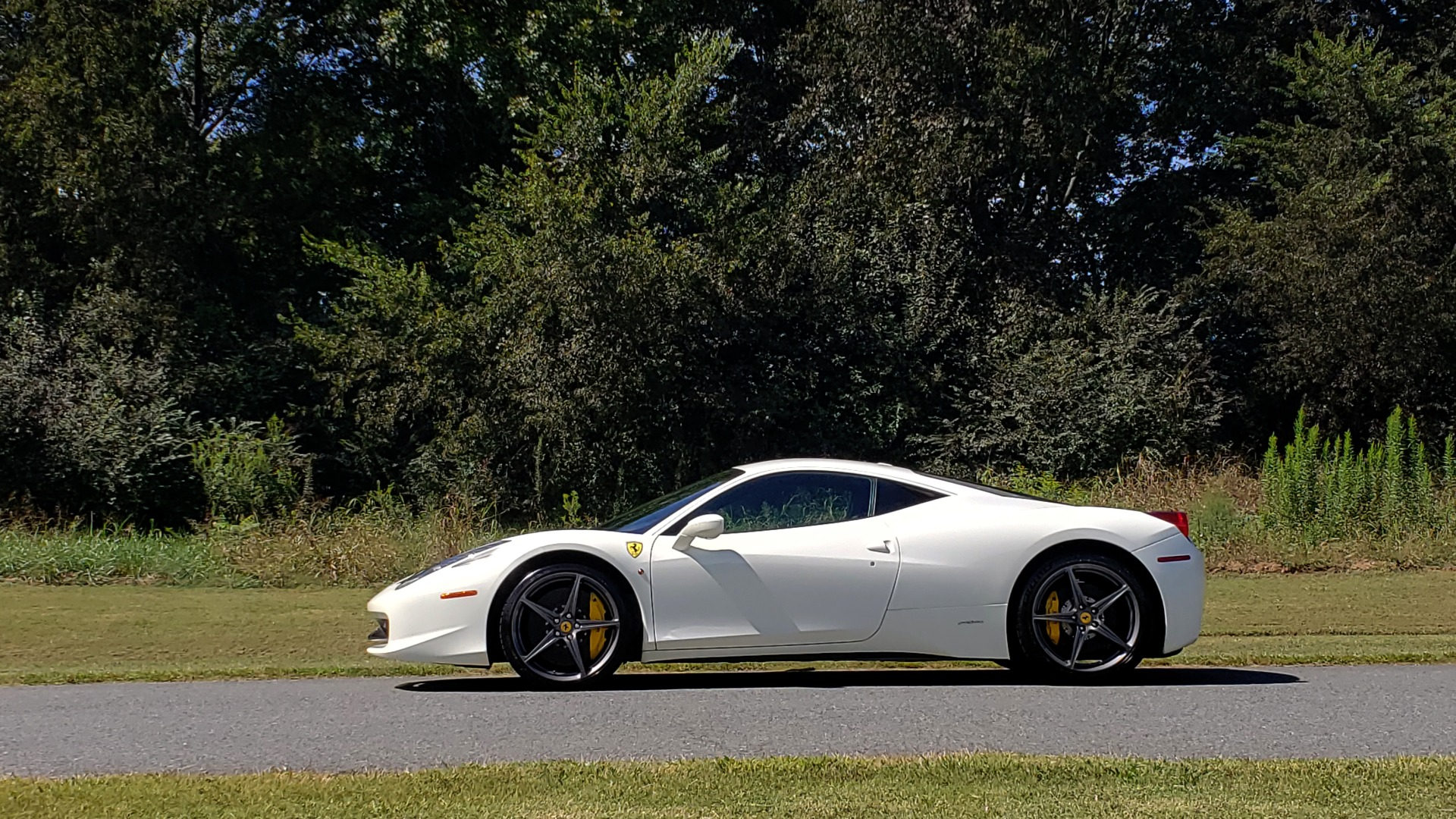 Used 2012 Ferrari 458 ITALIA COUPE / 4.5L V8 / 7-SPEED AUTO / LOW MILES SUPER CLEAN for sale Sold at Formula Imports in Charlotte NC 28227 10