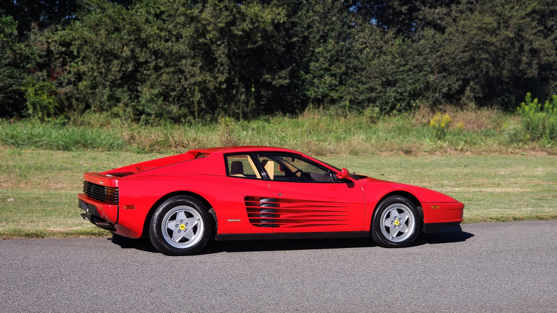 Used 1988 Ferrari TESTAROSSA COUPE / 4.9L FLAT-12 / 5-SPEED MANUAL / LOW MILES SUPER CLEAN for sale $128,999 at Formula Imports in Charlotte NC 28227 10