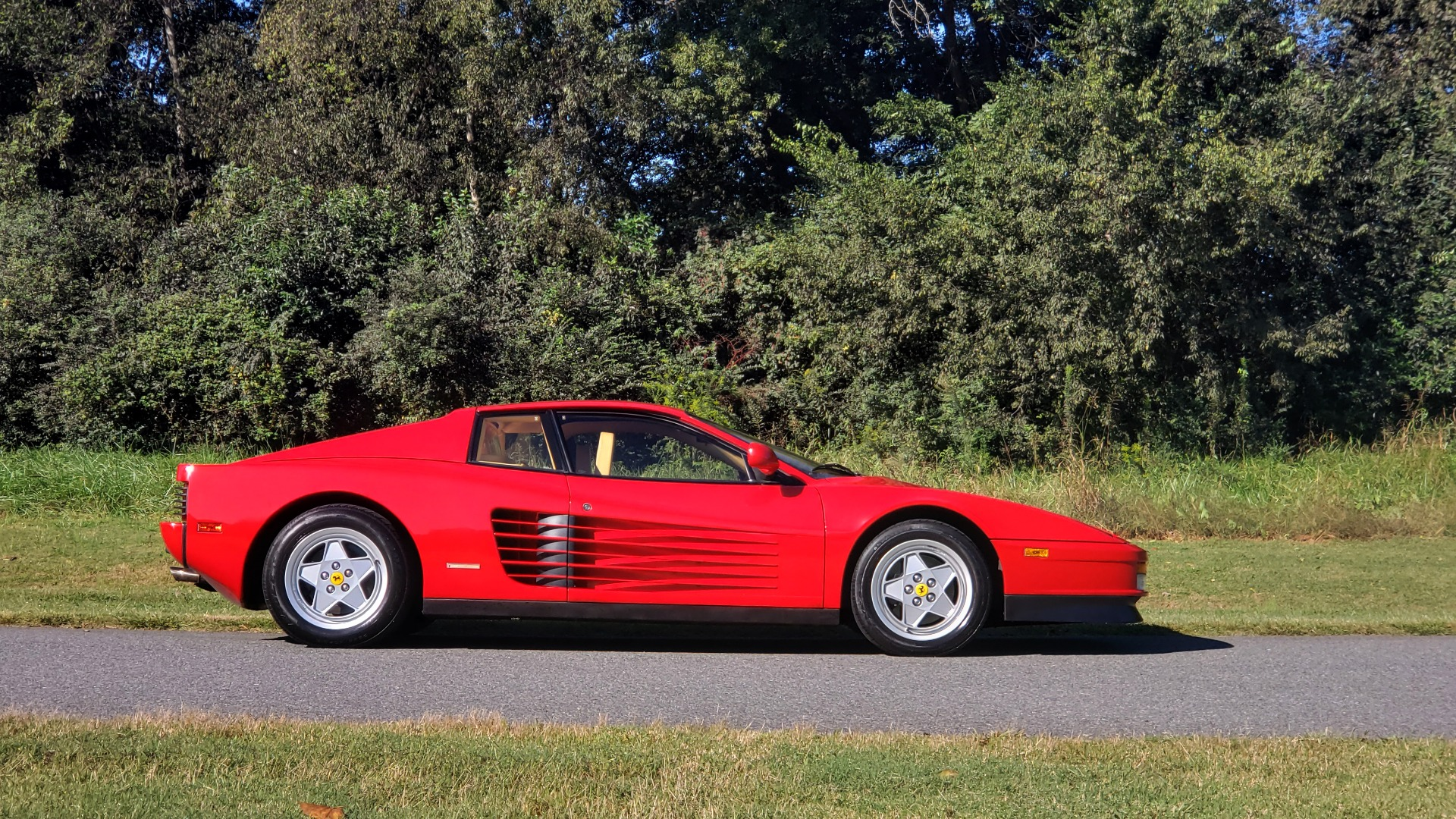 Used 1988 Ferrari TESTAROSSA COUPE / 4.9L FLAT-12 / 5-SPEED MANUAL / LOW MILES SUPER CLEAN for sale $128,999 at Formula Imports in Charlotte NC 28227 11