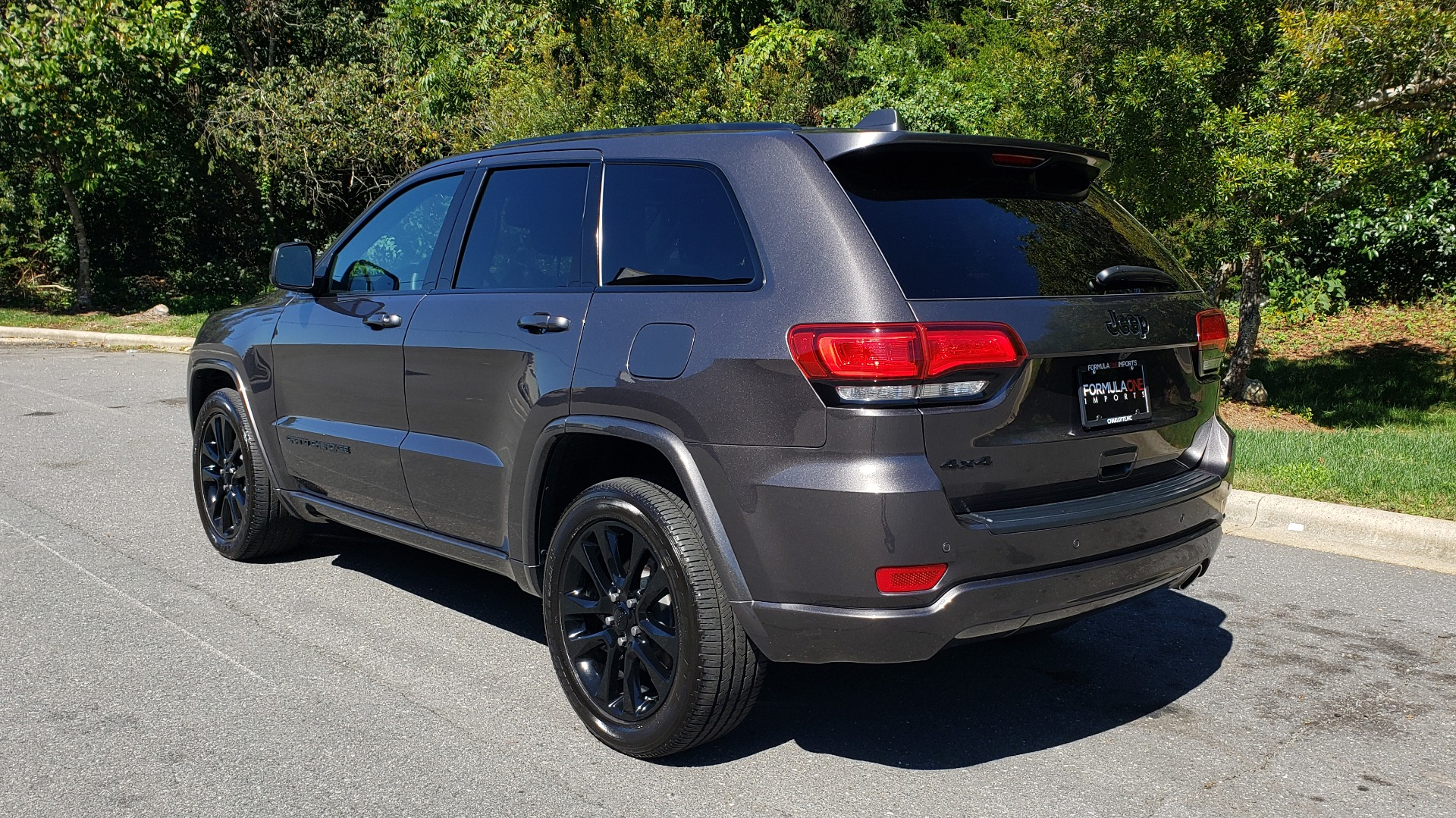 Used 2019 Jeep GRAND CHEROKEE ALTITUDE 4X4 / NAV / WIFI / SUNROOF / REARVIEW for sale $34,995 at Formula Imports in Charlotte NC 28227 3