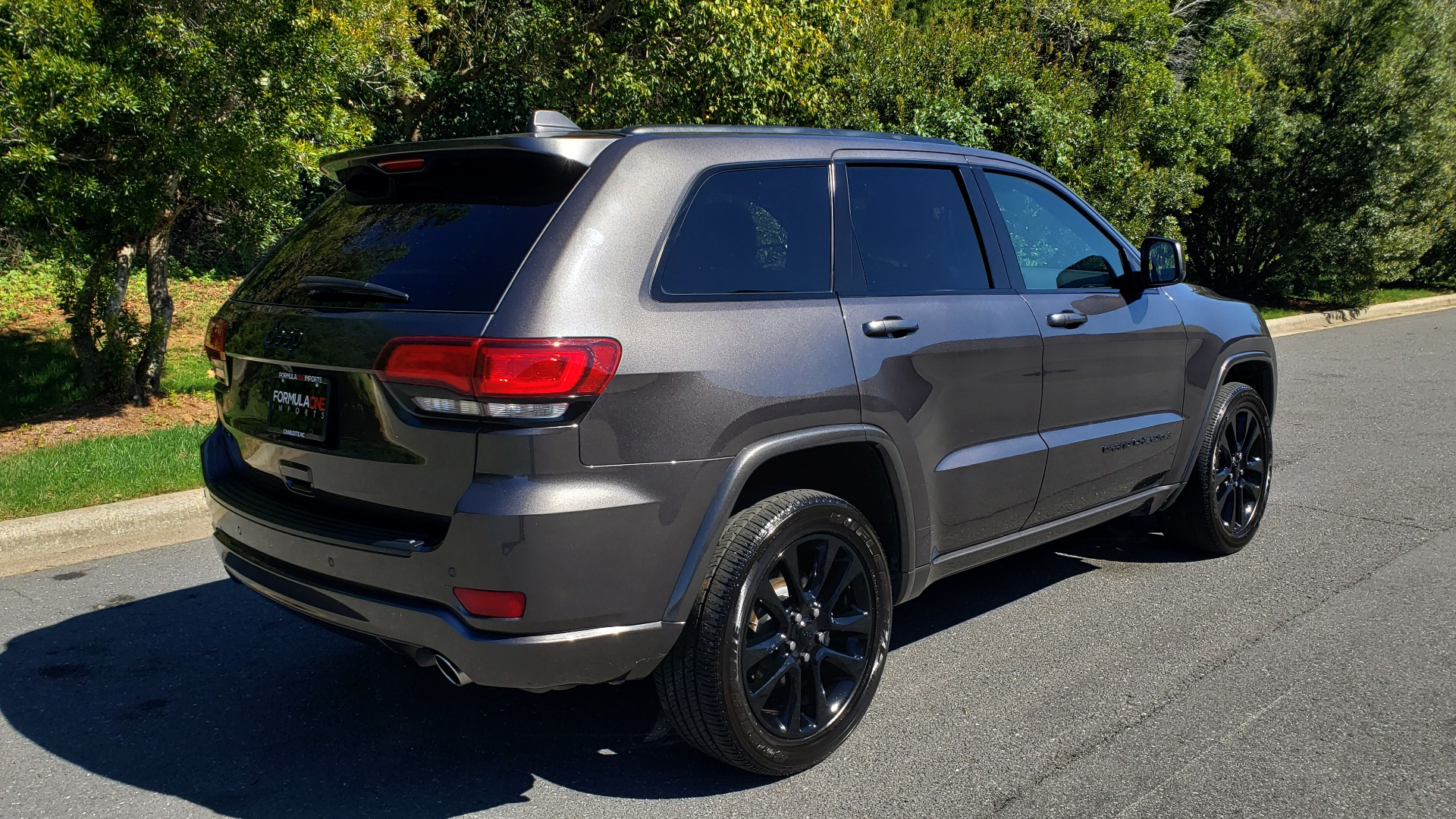 Used 2019 Jeep GRAND CHEROKEE ALTITUDE 4X4 / NAV / WIFI / SUNROOF / REARVIEW for sale $34,995 at Formula Imports in Charlotte NC 28227 6