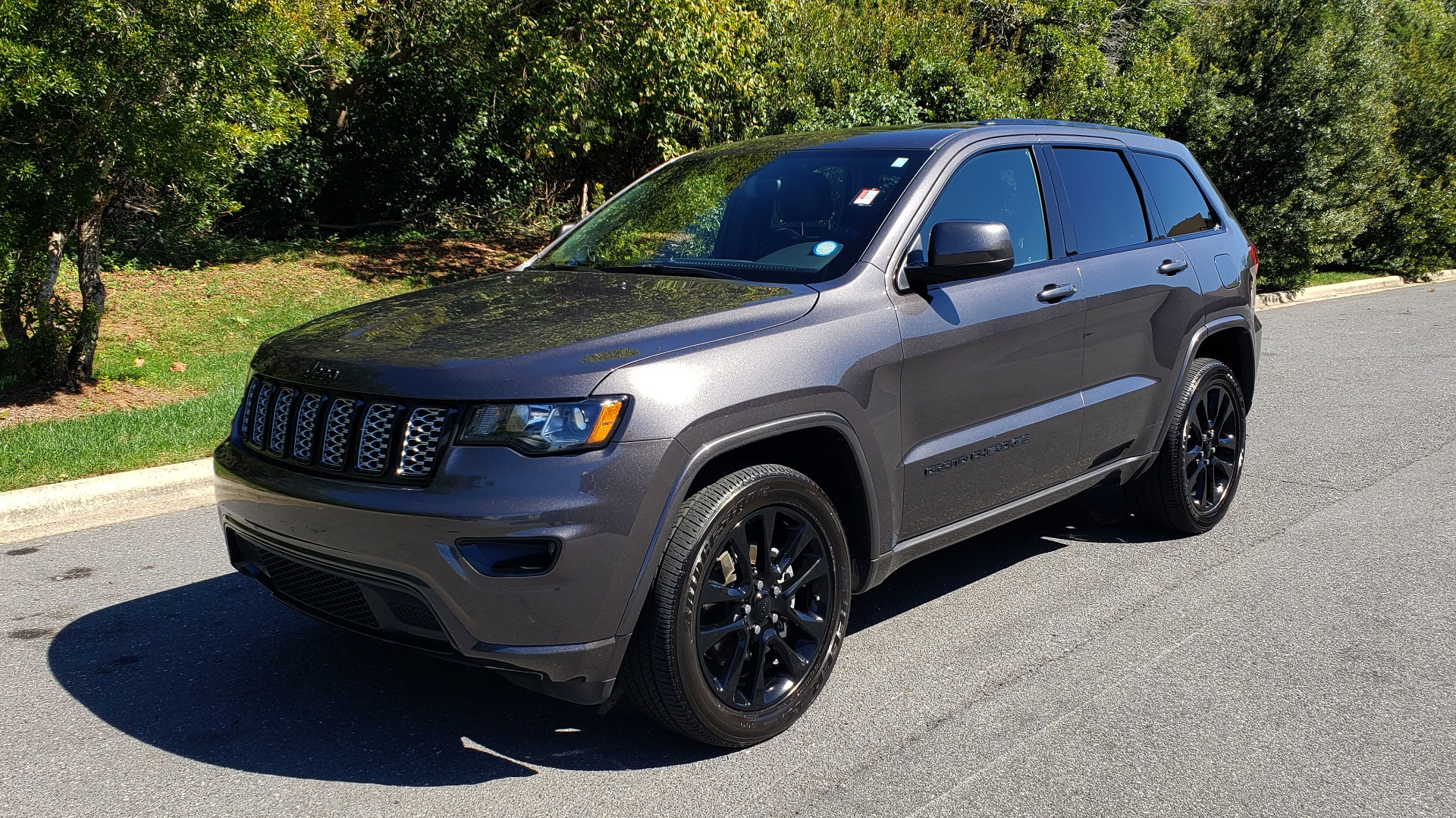 Used 2019 Jeep GRAND CHEROKEE ALTITUDE 4X4 / NAV / WIFI / SUNROOF / REARVIEW for sale $34,995 at Formula Imports in Charlotte NC 28227 1