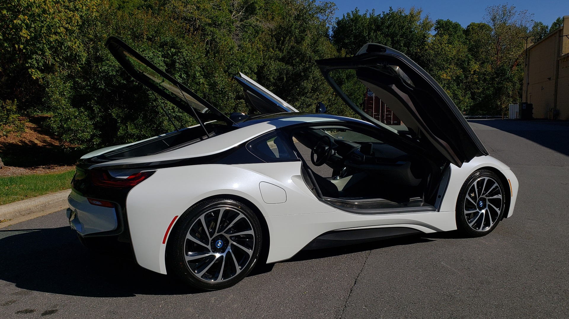 Used 2014 BMW i8 COUPE / TERA WORLD / NAV / CARBON FIBER ROOF / REARVIEW for sale Sold at Formula Imports in Charlotte NC 28227 10