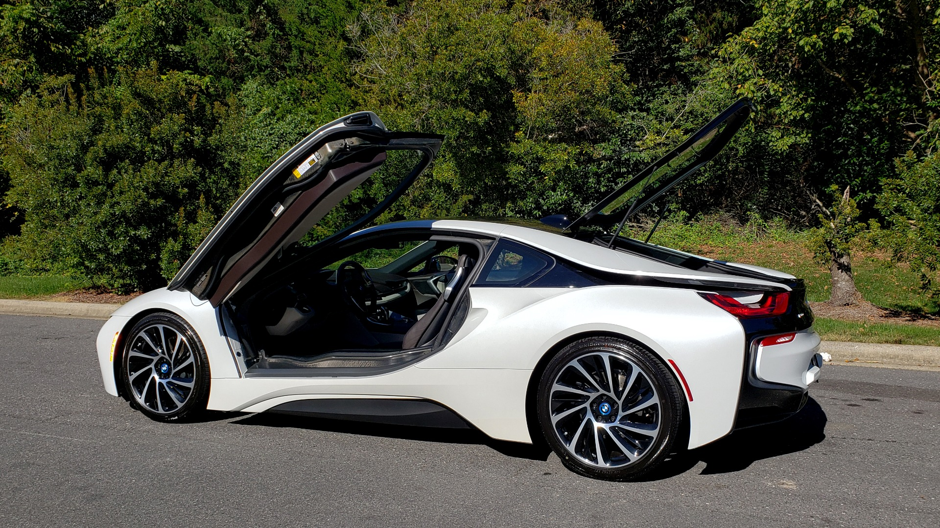 Used 2014 BMW i8 COUPE / TERA WORLD / NAV / CARBON FIBER ROOF / REARVIEW for sale Sold at Formula Imports in Charlotte NC 28227 4