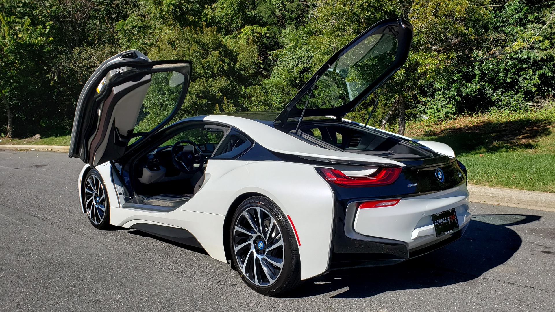 Used 2014 BMW i8 COUPE / TERA WORLD / NAV / CARBON FIBER ROOF / REARVIEW for sale Sold at Formula Imports in Charlotte NC 28227 5