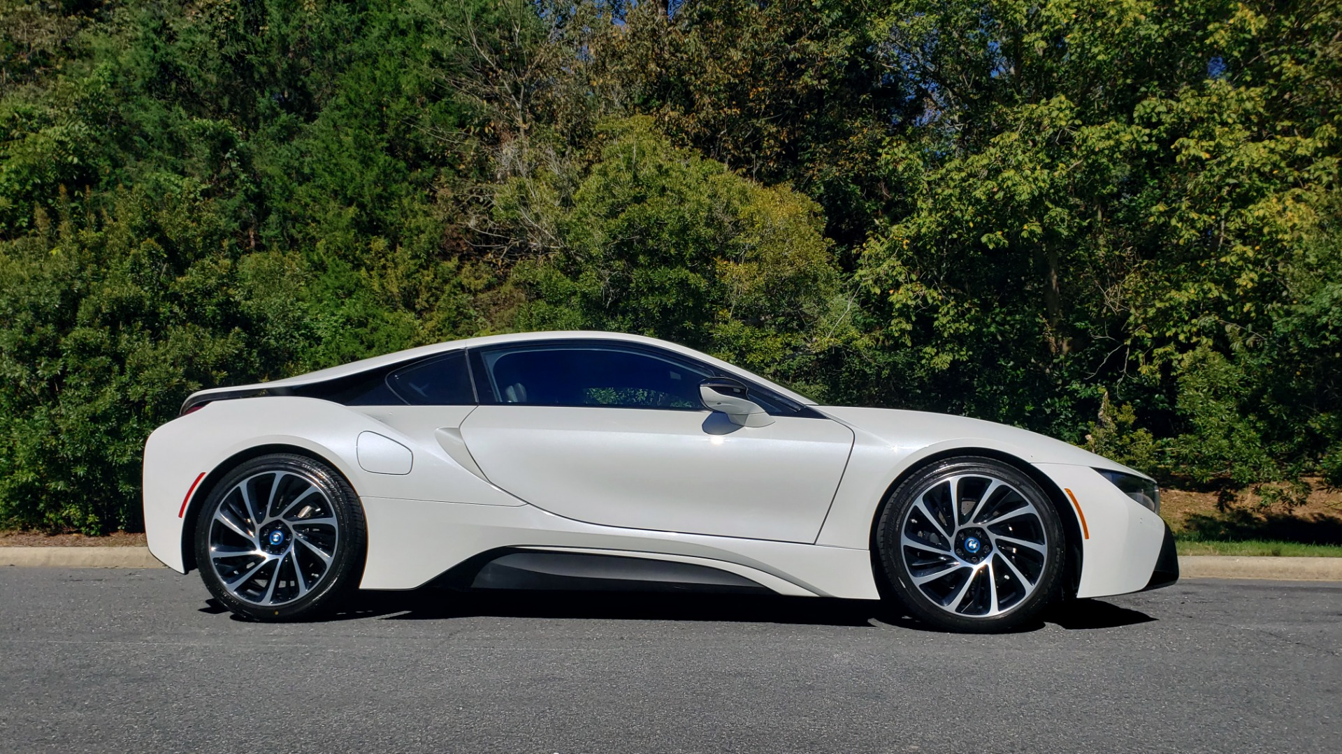 Used 2014 BMW i8 COUPE / TERA WORLD / NAV / CARBON FIBER ROOF / REARVIEW for sale Sold at Formula Imports in Charlotte NC 28227 7