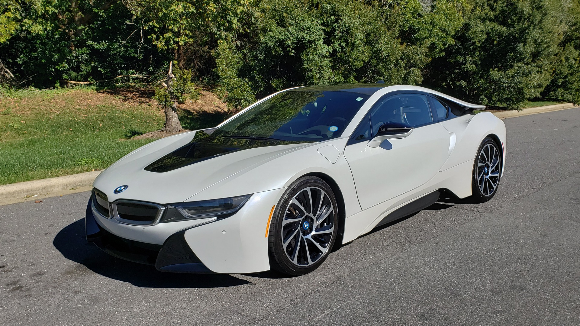 Used 2014 BMW i8 COUPE / TERA WORLD / NAV / CARBON FIBER ROOF / REARVIEW for sale Sold at Formula Imports in Charlotte NC 28227 1