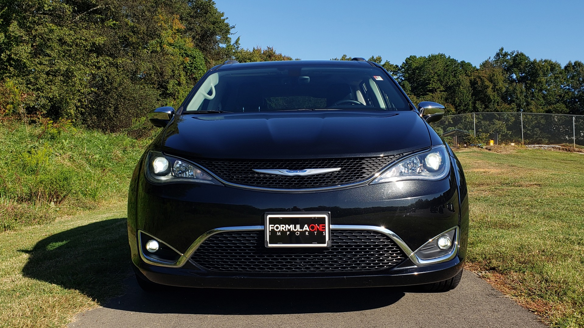 Used 2018 Chrysler PACIFICA LIMITED / 3.6L V6 / NAV / PANO-ROOF / 3-ROWS / REARVIEW for sale Sold at Formula Imports in Charlotte NC 28227 12