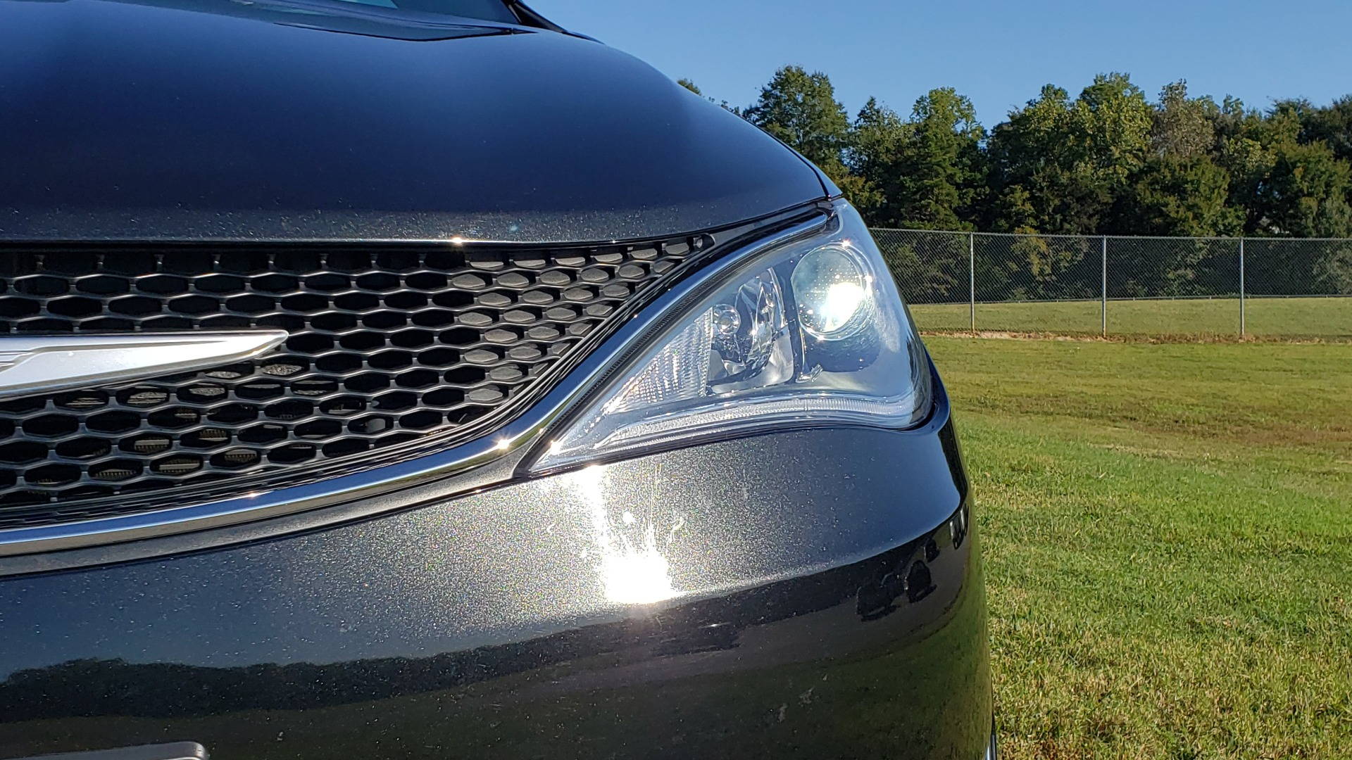 Used 2018 Chrysler PACIFICA LIMITED / 3.6L V6 / NAV / PANO-ROOF / 3-ROWS / REARVIEW for sale Sold at Formula Imports in Charlotte NC 28227 14
