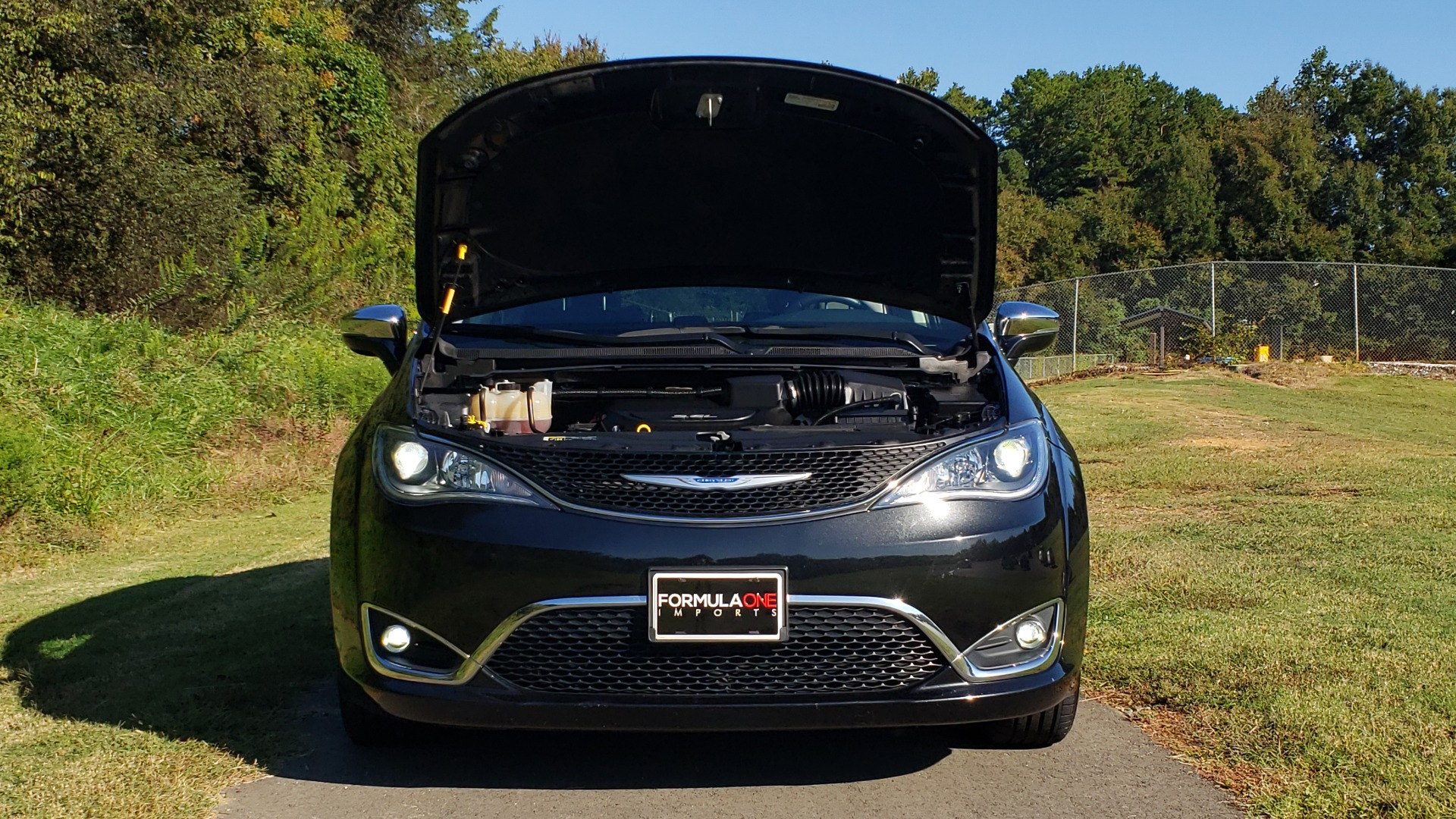 Used 2018 Chrysler PACIFICA LIMITED / 3.6L V6 / NAV / PANO-ROOF / 3-ROWS / REARVIEW for sale Sold at Formula Imports in Charlotte NC 28227 19