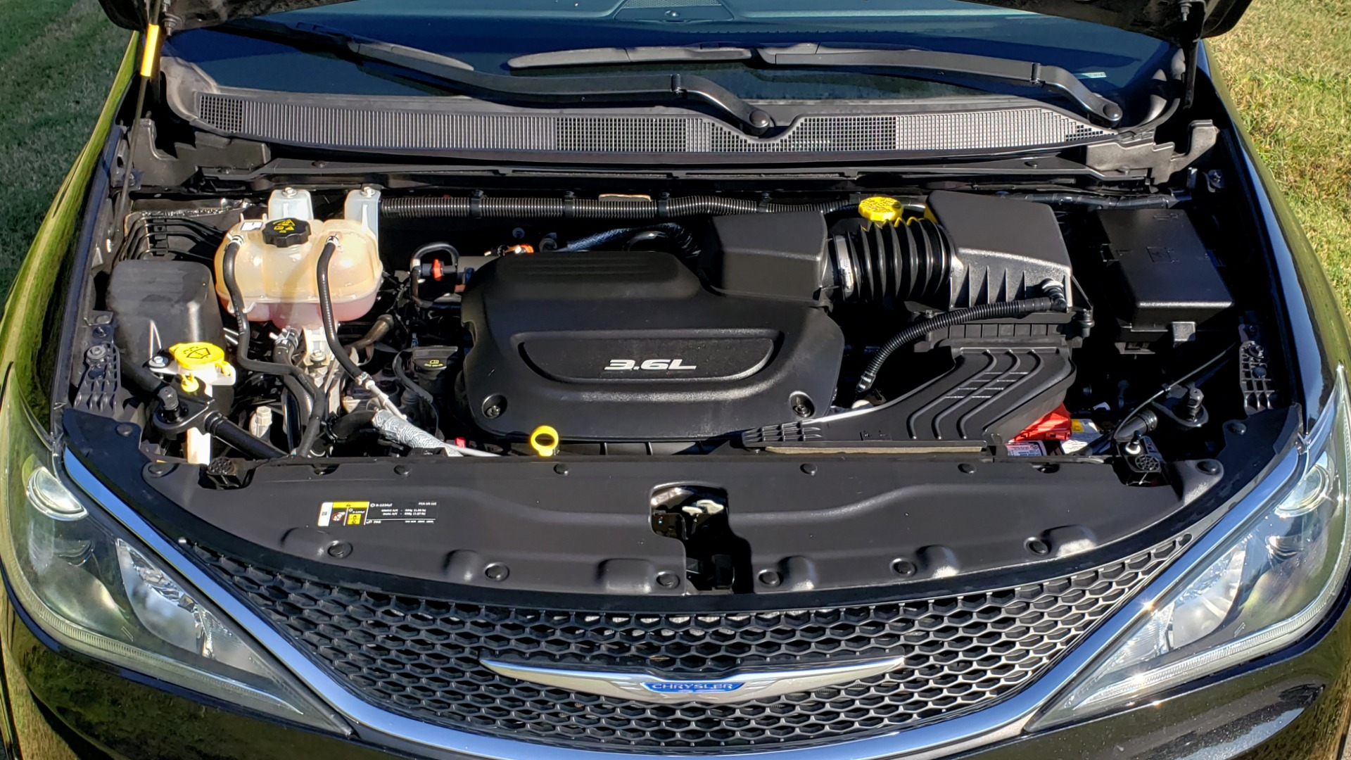 Used 2018 Chrysler PACIFICA LIMITED / 3.6L V6 / NAV / PANO-ROOF / 3-ROWS / REARVIEW for sale Sold at Formula Imports in Charlotte NC 28227 20