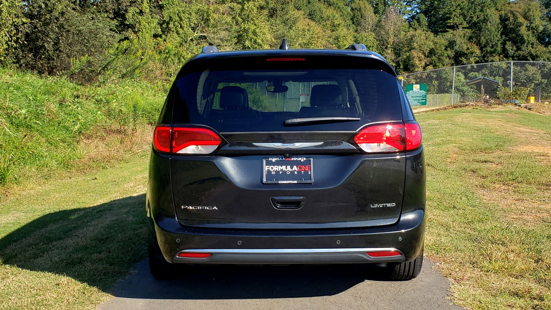 Used 2018 Chrysler PACIFICA LIMITED / 3.6L V6 / NAV / PANO-ROOF / 3-ROWS / REARVIEW for sale Sold at Formula Imports in Charlotte NC 28227 33