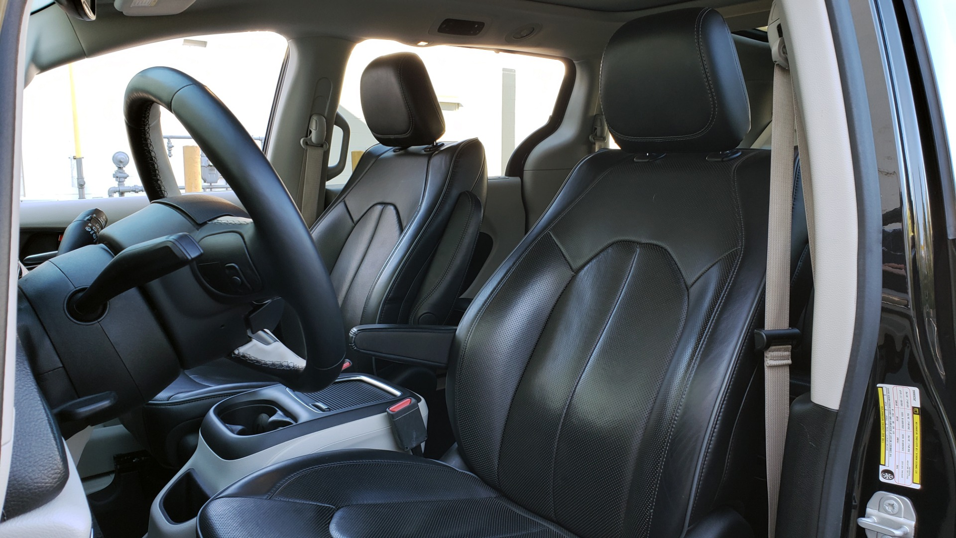 Used 2018 Chrysler PACIFICA LIMITED / 3.6L V6 / NAV / PANO-ROOF / 3-ROWS / REARVIEW for sale $25,995 at Formula Imports in Charlotte NC 28227 41