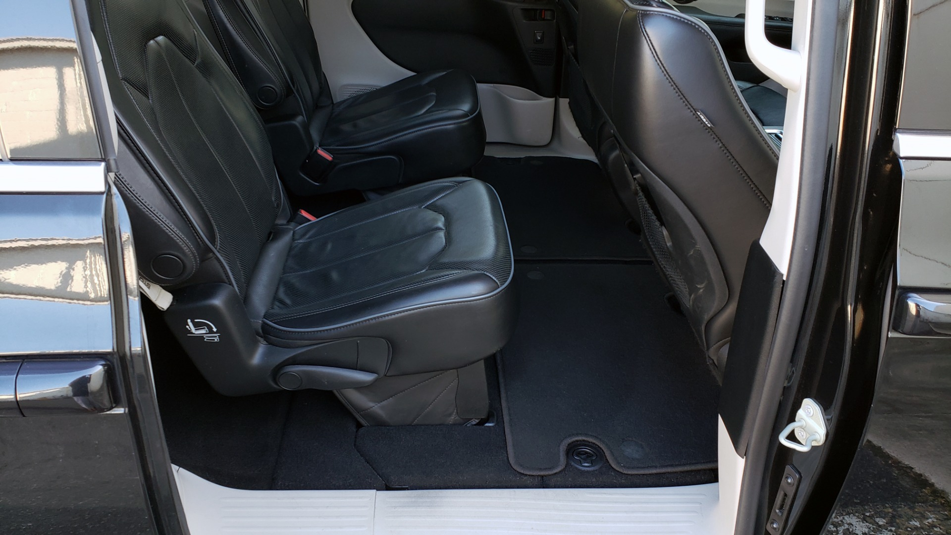 Used 2018 Chrysler PACIFICA LIMITED / 3.6L V6 / NAV / PANO-ROOF / 3-ROWS / REARVIEW for sale $25,995 at Formula Imports in Charlotte NC 28227 74