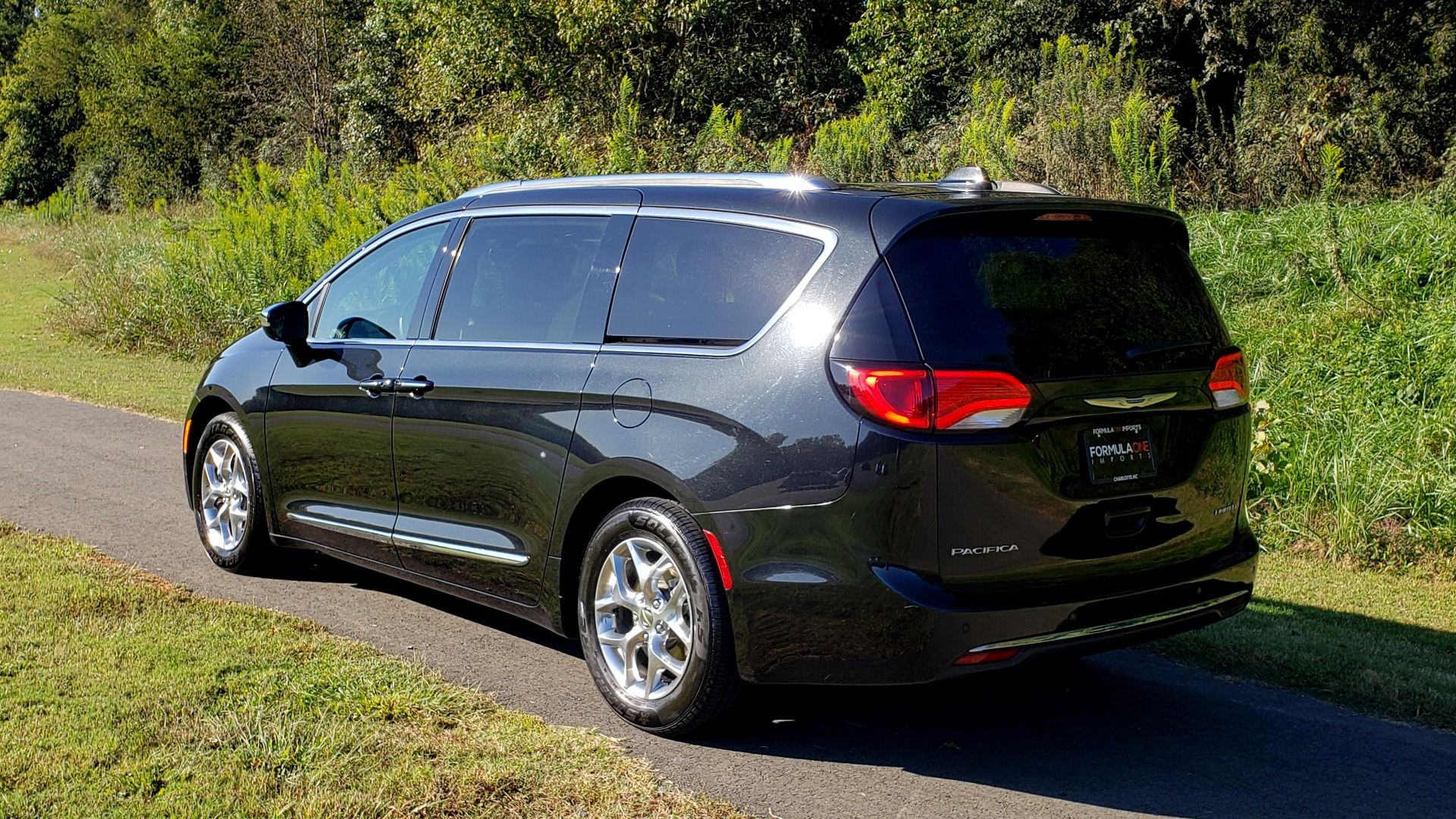 Used 2018 Chrysler PACIFICA LIMITED / 3.6L V6 / NAV / PANO-ROOF / 3-ROWS / REARVIEW for sale Sold at Formula Imports in Charlotte NC 28227 8