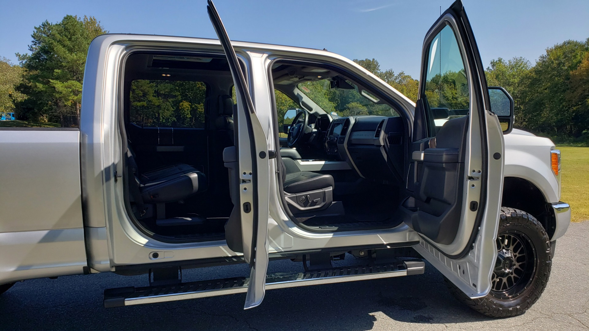 Used 2019 Ford SUPER DUTY F-250 SRW LARIAT 4WD / NAV / PANO-ROOF / B&O SND / REARVIEW / TAILGATE STEP for sale Sold at Formula Imports in Charlotte NC 28227 19