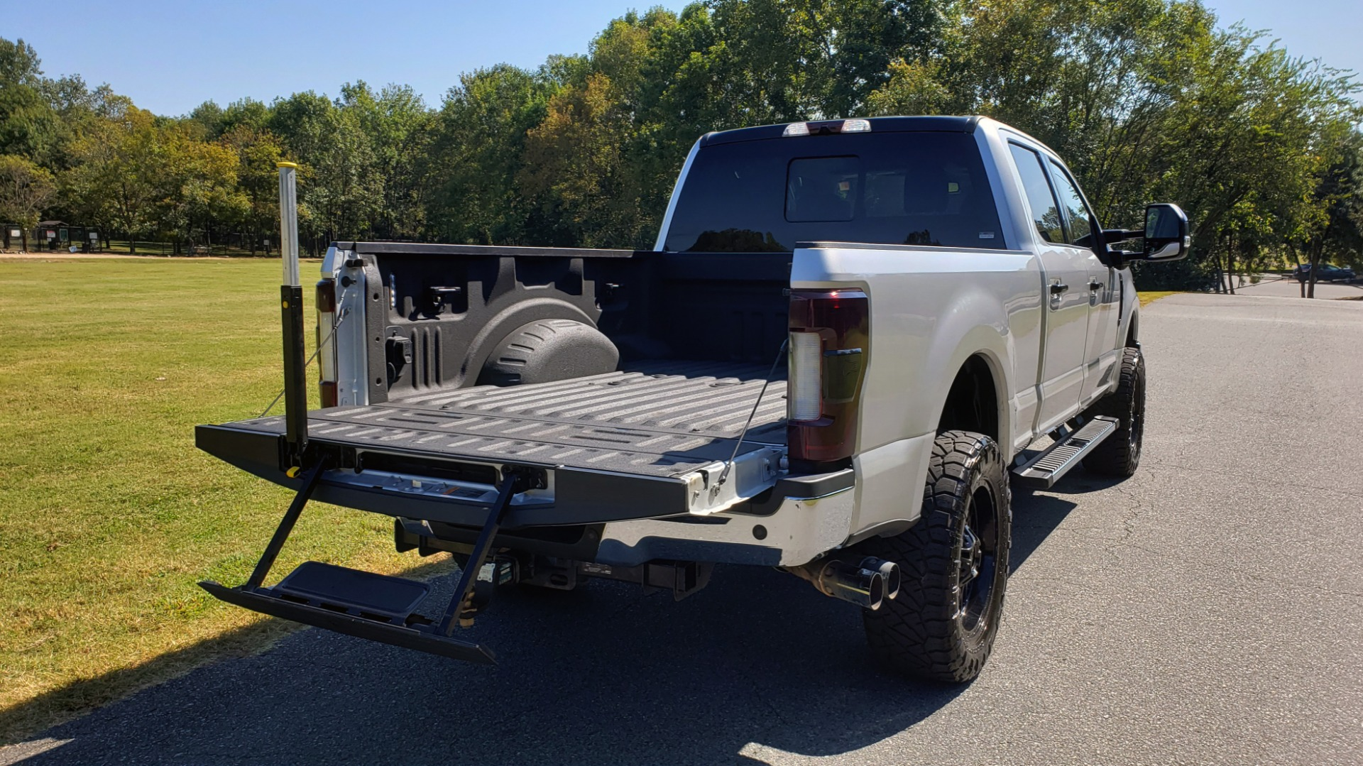 Used 2019 Ford SUPER DUTY F-250 SRW LARIAT 4WD / NAV / PANO-ROOF / B&O SND / REARVIEW / TAILGATE STEP for sale Sold at Formula Imports in Charlotte NC 28227 21