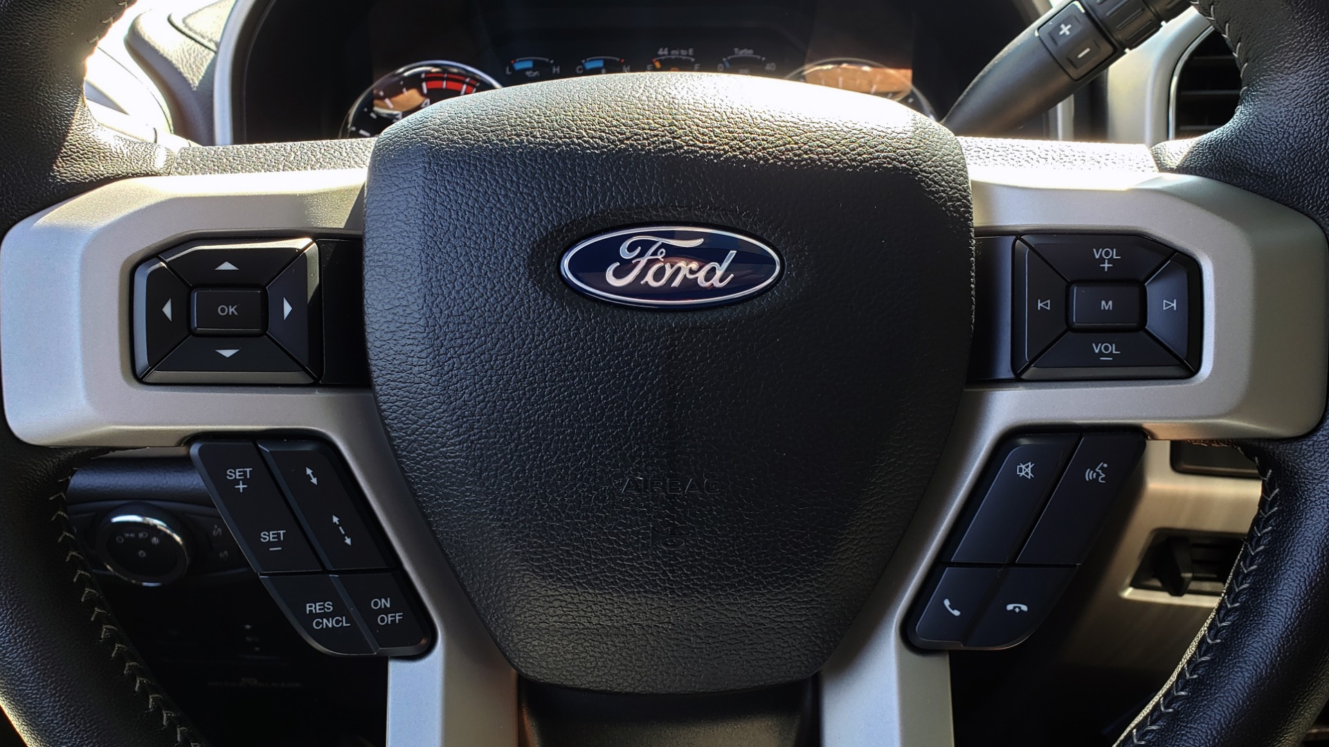 Used 2019 Ford SUPER DUTY F-250 SRW LARIAT 4WD / NAV / PANO-ROOF / B&O SND / REARVIEW / TAILGATE STEP for sale Sold at Formula Imports in Charlotte NC 28227 44