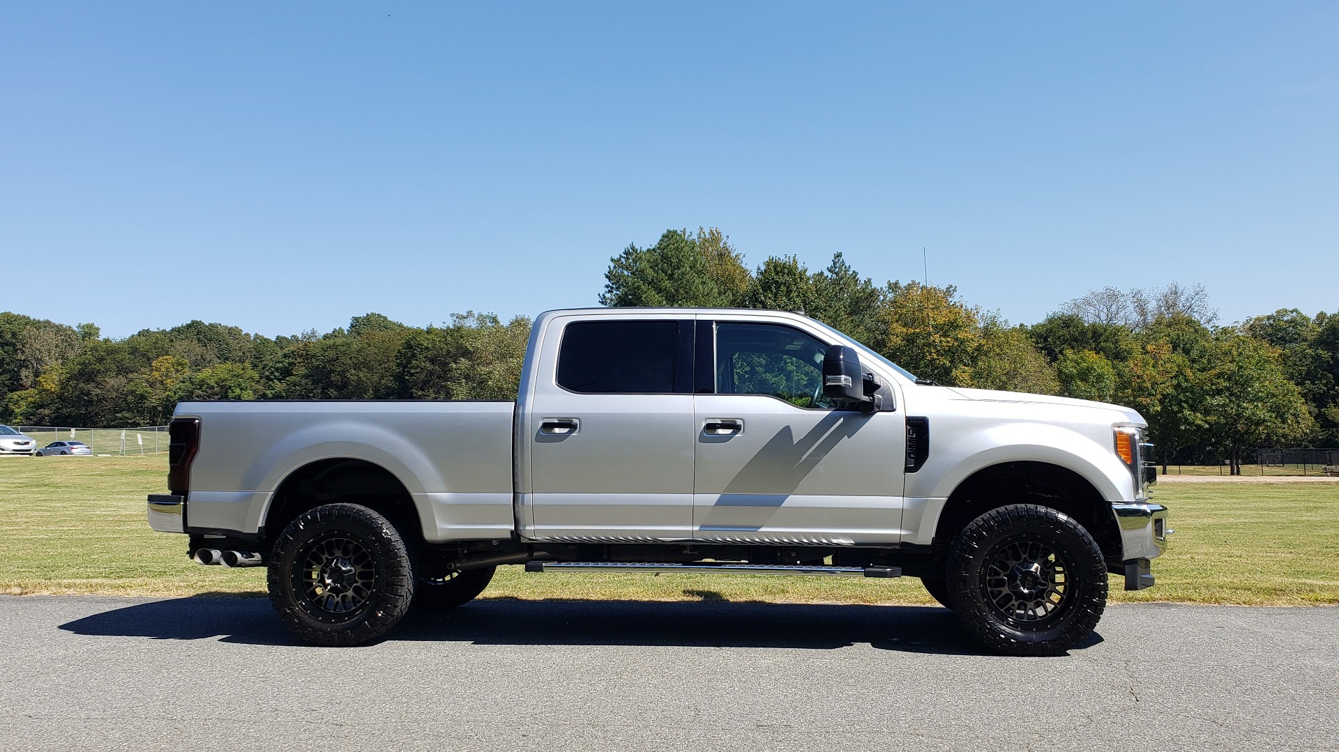 Used 2019 Ford SUPER DUTY F-250 SRW LARIAT 4WD / NAV / PANO-ROOF / B&O SND / REARVIEW / TAILGATE STEP for sale Sold at Formula Imports in Charlotte NC 28227 5