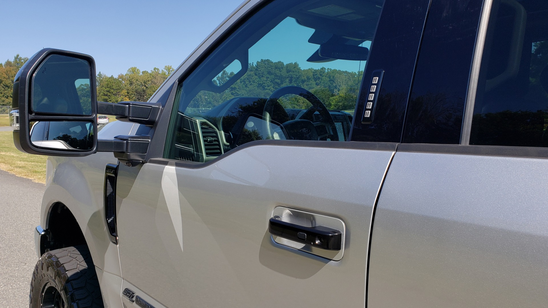Used 2019 Ford SUPER DUTY F-250 SRW LARIAT 4WD / NAV / PANO-ROOF / B&O SND / REARVIEW / TAILGATE STEP for sale Sold at Formula Imports in Charlotte NC 28227 8