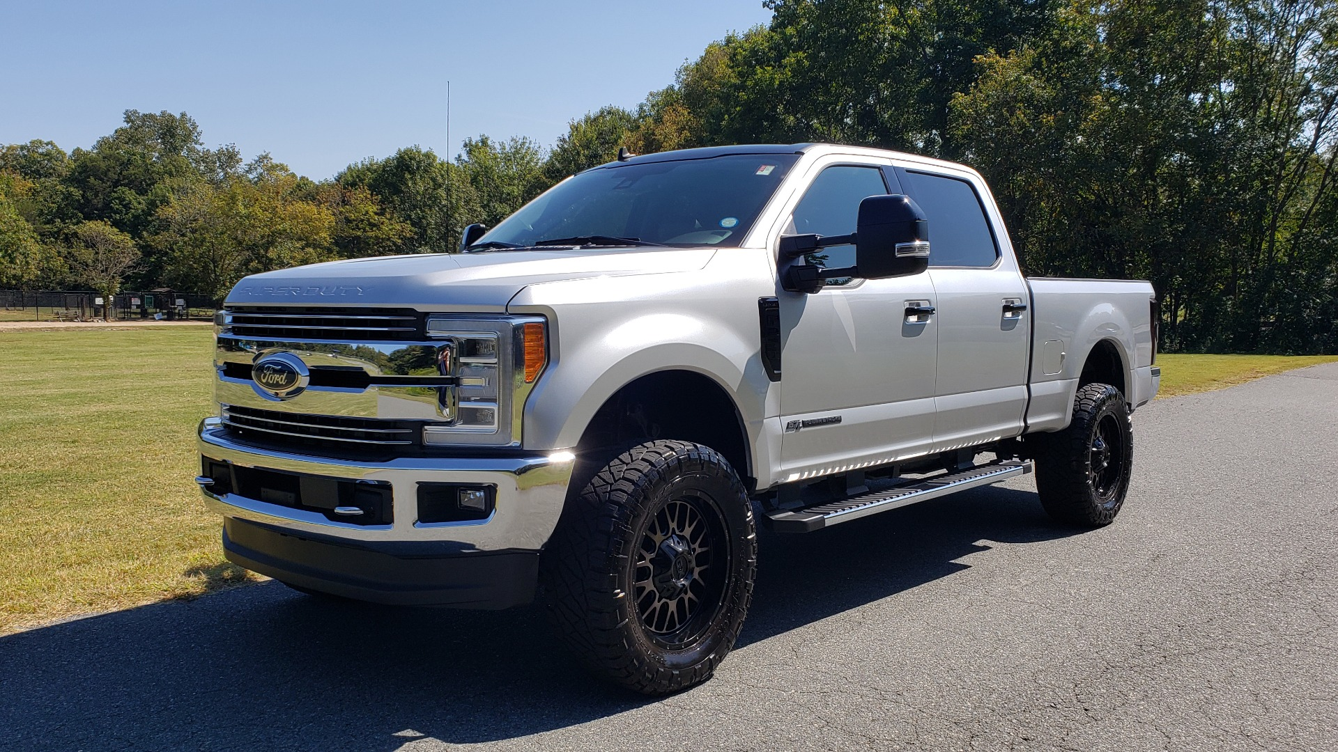 Used 2019 Ford SUPER DUTY F-250 SRW LARIAT 4WD / NAV / PANO-ROOF / B&O SND / REARVIEW / TAILGATE STEP for sale Sold at Formula Imports in Charlotte NC 28227 1