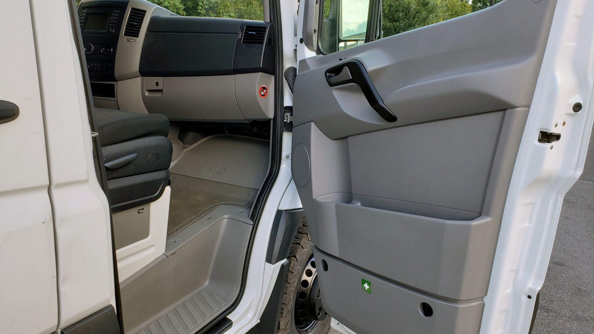 Used 2015 Mercedes-Benz SPRINTER CARGO VAN 4x4 3500 170 EXT / 3.0L V6 TURBO DIESEL / 5-SPD AUTO / REARVIEW for sale Sold at Formula Imports in Charlotte NC 28227 18