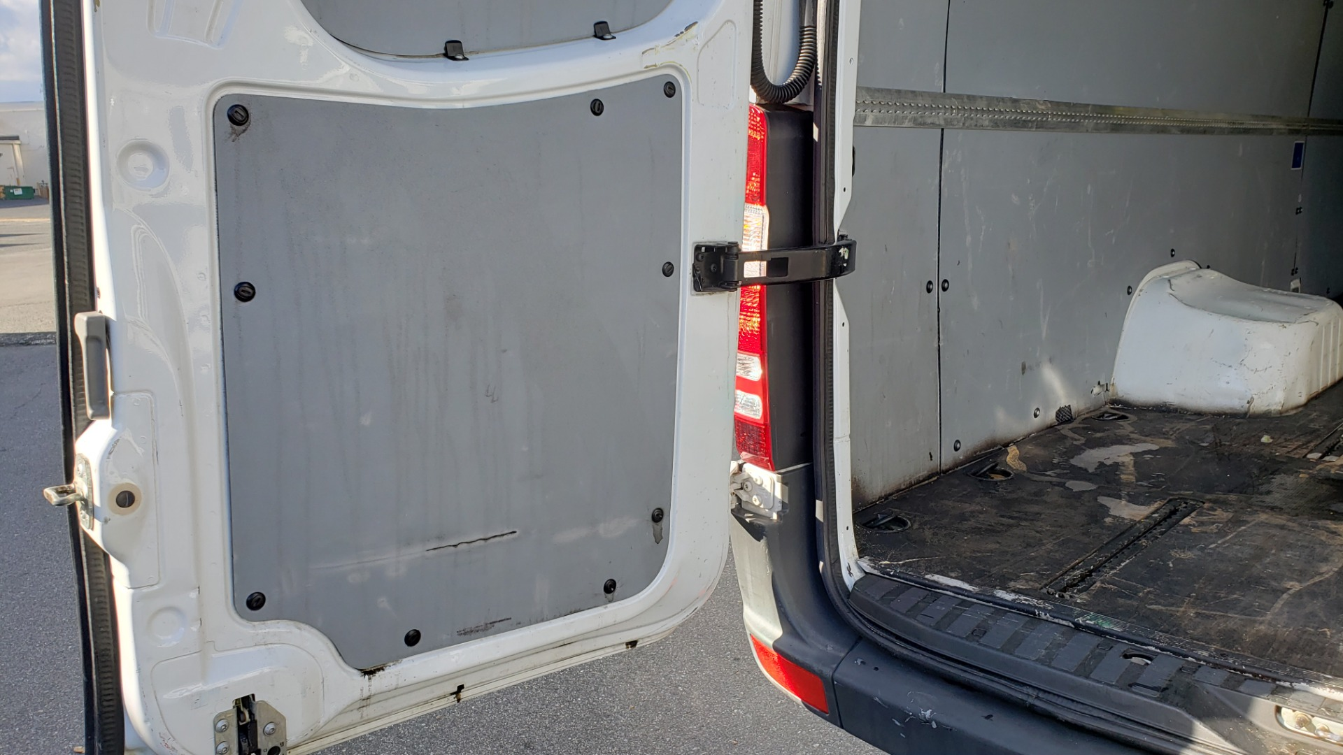 Used 2015 Mercedes-Benz SPRINTER CARGO VAN 4x4 3500 170 EXT / 3.0L V6 TURBO DIESEL / 5-SPD AUTO / REARVIEW for sale $51,999 at Formula Imports in Charlotte NC 28227 46
