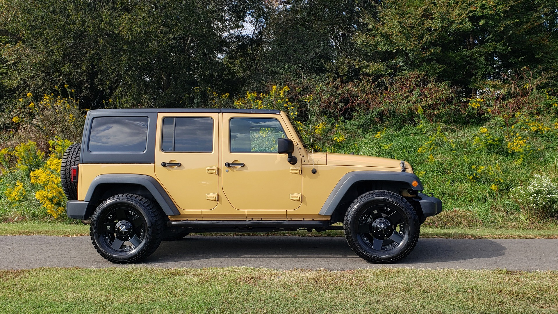 Used 2013 Jeep WRANGLER UNLIMITED SPORT 4X4 / 3.6L V6 / 5-SPD AUTO / 3-PC FREEDOM TOP for sale Sold at Formula Imports in Charlotte NC 28227 7