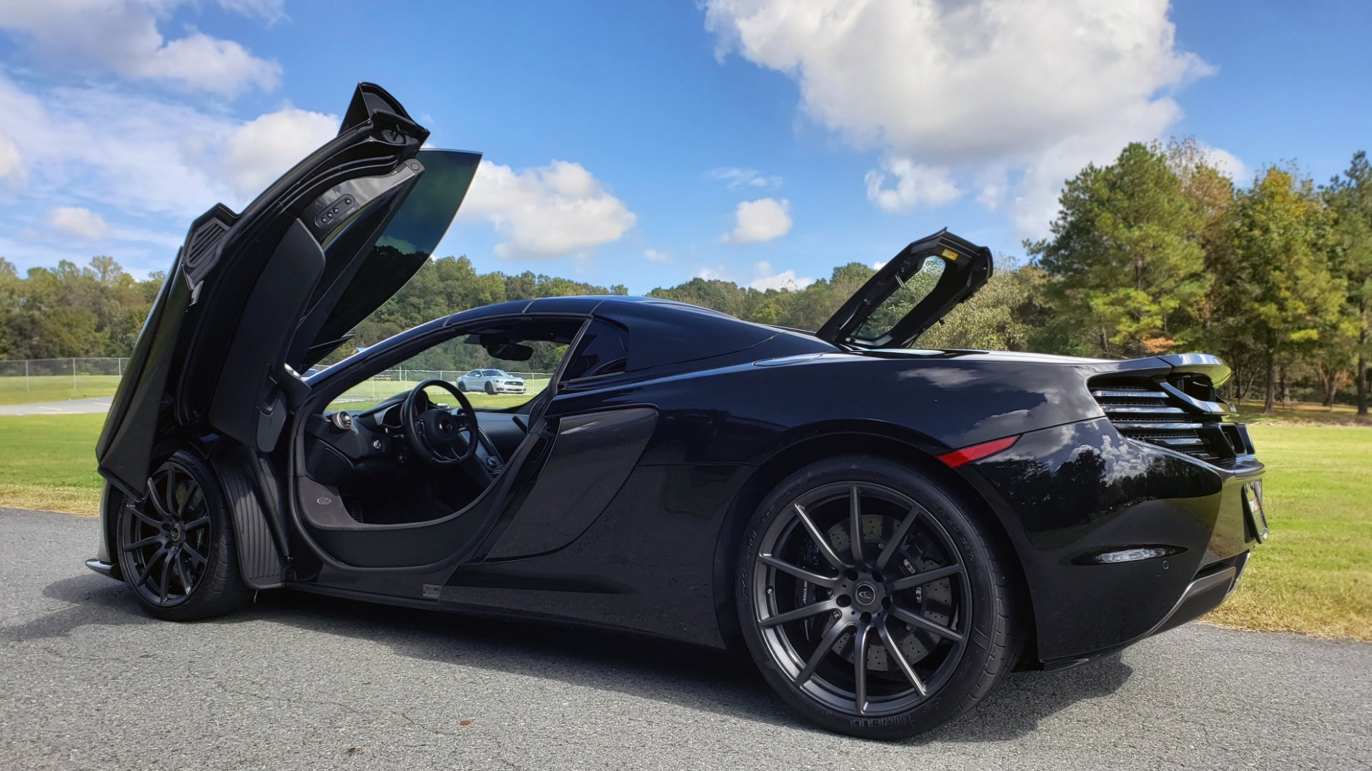 Used 2016 McLaren 650S SPIDER / 641HP / PARK SENSORS / LOW MILES / 1-OWNER for sale Sold at Formula Imports in Charlotte NC 28227 10