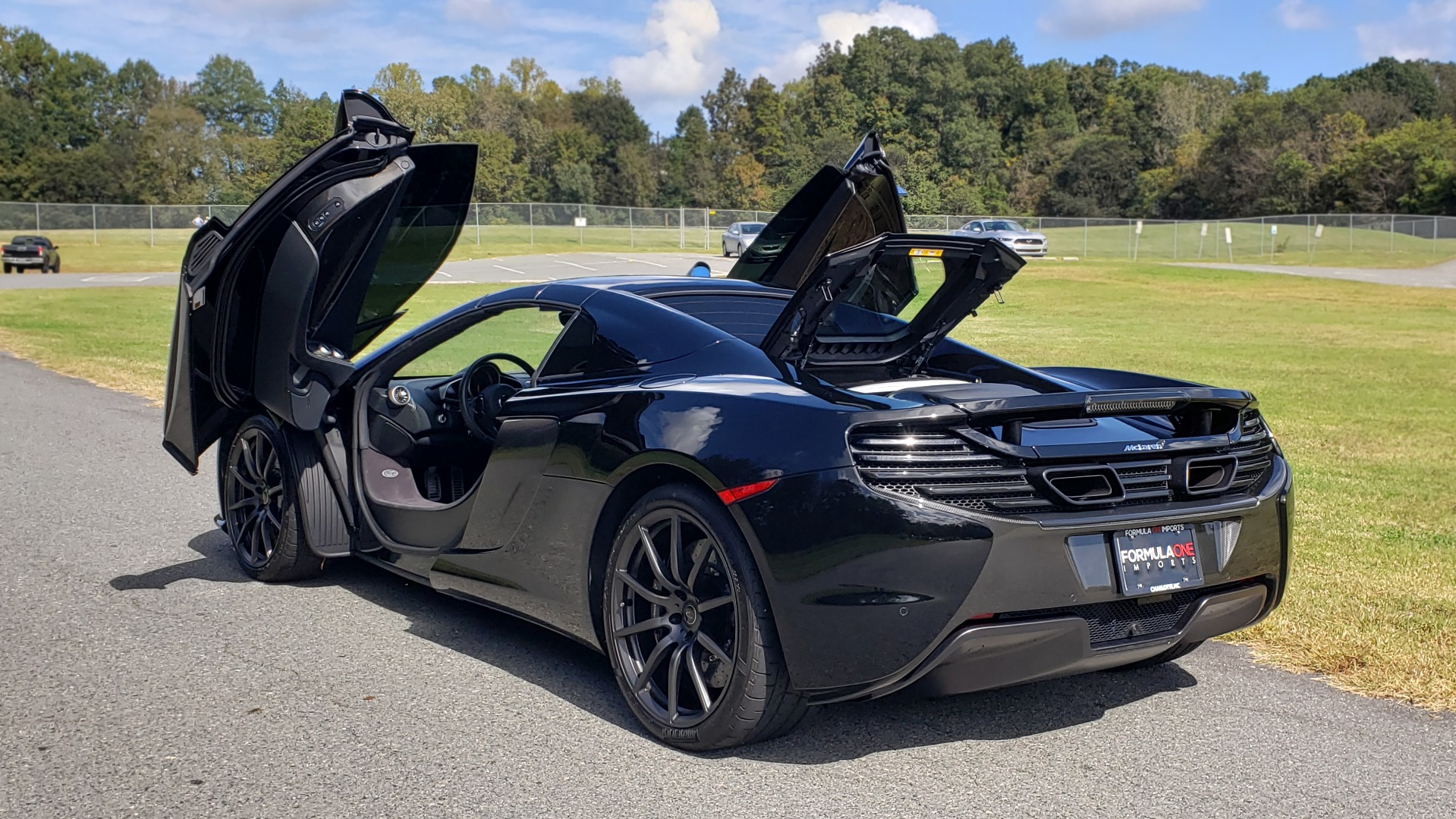 Used 2016 McLaren 650S SPIDER / 641HP / PARK SENSORS / LOW MILES / 1-OWNER for sale Sold at Formula Imports in Charlotte NC 28227 12