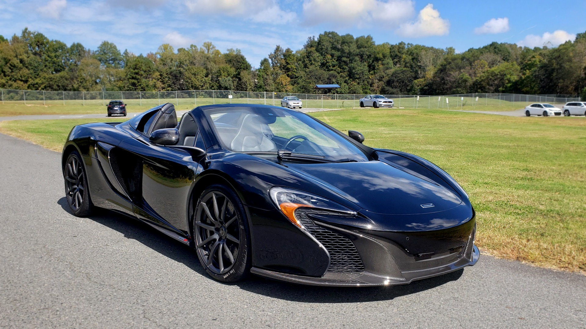 Used 2016 McLaren 650S SPIDER / 641HP / PARK SENSORS / LOW MILES / 1-OWNER for sale Sold at Formula Imports in Charlotte NC 28227 13
