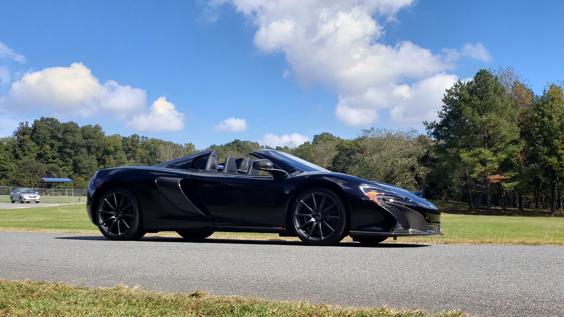 Used 2016 McLaren 650S SPIDER / 641HP / PARK SENSORS / LOW MILES / 1-OWNER for sale Sold at Formula Imports in Charlotte NC 28227 15