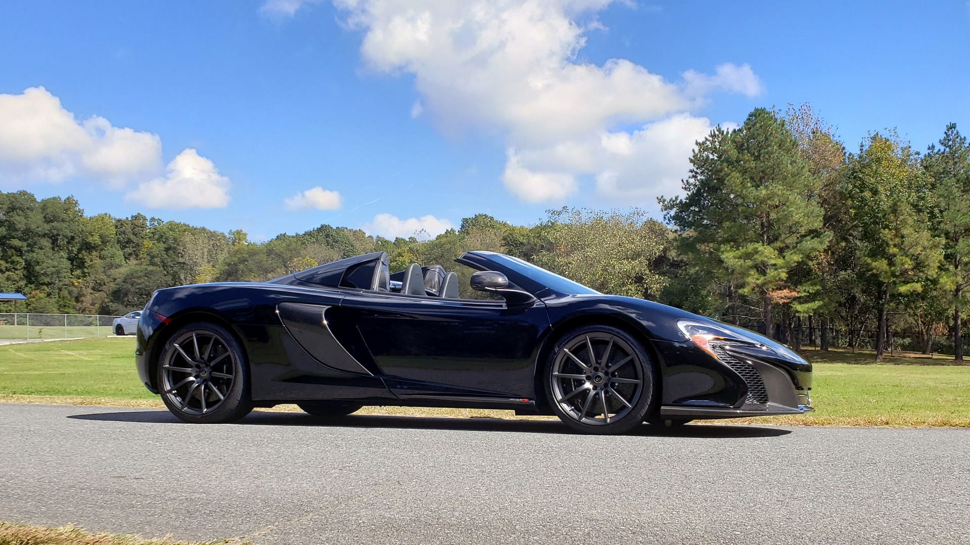 Used 2016 McLaren 650S SPIDER / 641HP / PARK SENSORS / LOW MILES / 1-OWNER for sale Sold at Formula Imports in Charlotte NC 28227 16