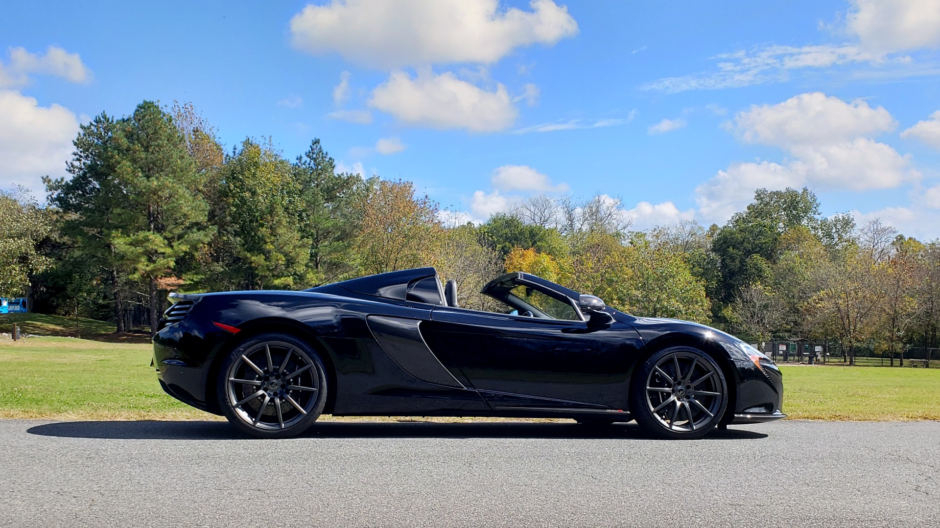 Used 2016 McLaren 650S SPIDER / 641HP / PARK SENSORS / LOW MILES / 1-OWNER for sale Sold at Formula Imports in Charlotte NC 28227 17