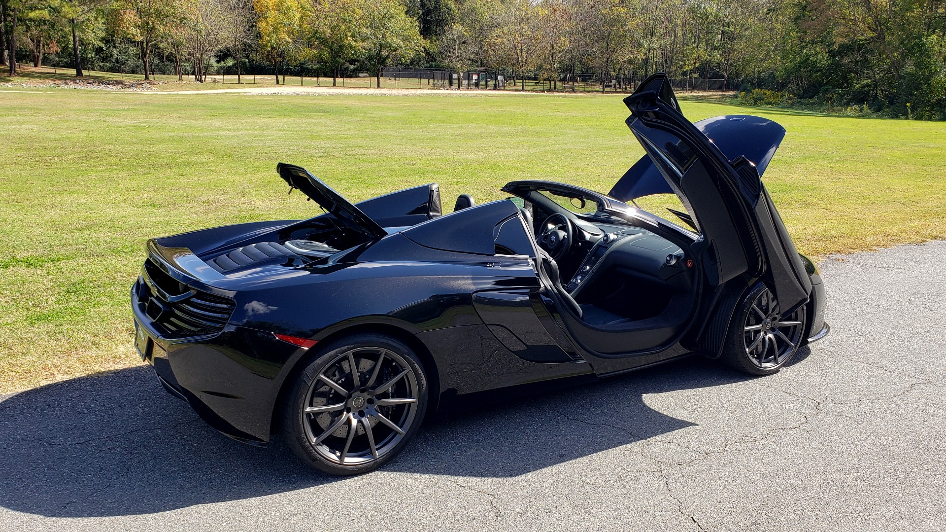 Used 2016 McLaren 650S SPIDER / 641HP / PARK SENSORS / LOW MILES / 1-OWNER for sale Sold at Formula Imports in Charlotte NC 28227 29