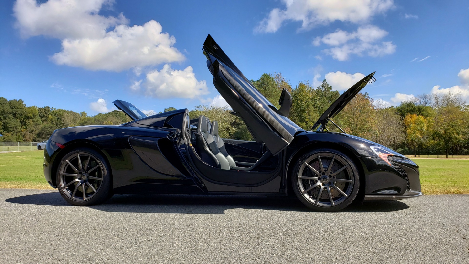 Used 2016 McLaren 650S SPIDER / 641HP / PARK SENSORS / LOW MILES / 1-OWNER for sale Sold at Formula Imports in Charlotte NC 28227 30