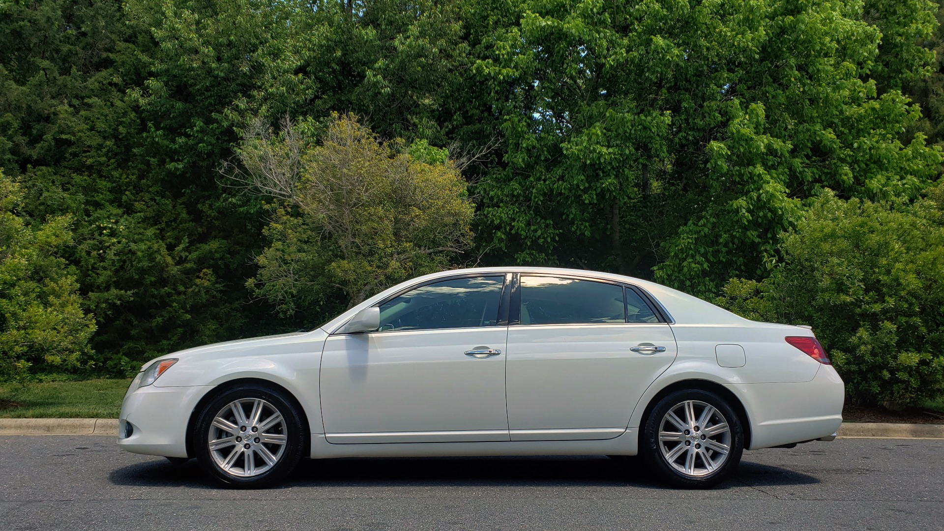 Used 2008 Toyota AVALON LIMITED V6 / FWD / SUNROOF / DYN RADAR CRUISE / BRAKE ASST for sale Sold at Formula Imports in Charlotte NC 28227 2