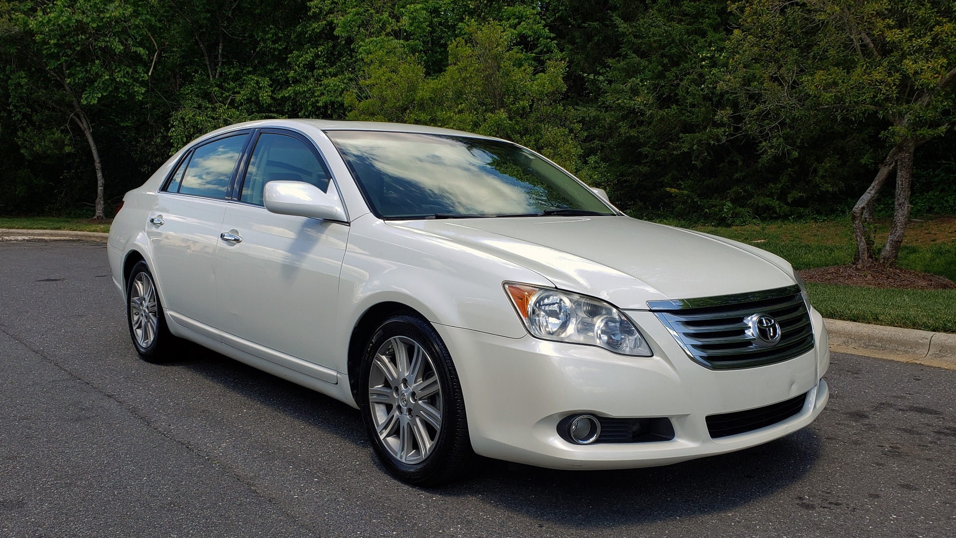 Used 2008 Toyota AVALON LIMITED V6 / FWD / SUNROOF / DYN RADAR CRUISE / BRAKE ASST for sale Sold at Formula Imports in Charlotte NC 28227 4