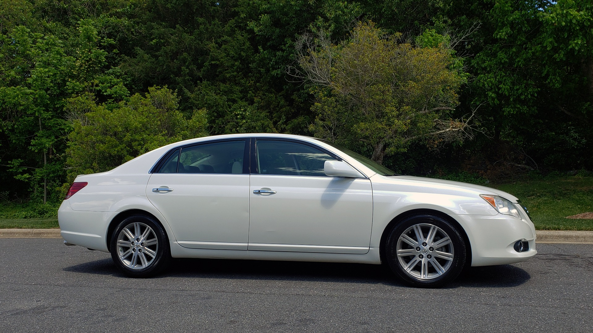 Used 2008 Toyota AVALON LIMITED V6 / FWD / SUNROOF / DYN RADAR CRUISE / BRAKE ASST for sale Sold at Formula Imports in Charlotte NC 28227 5