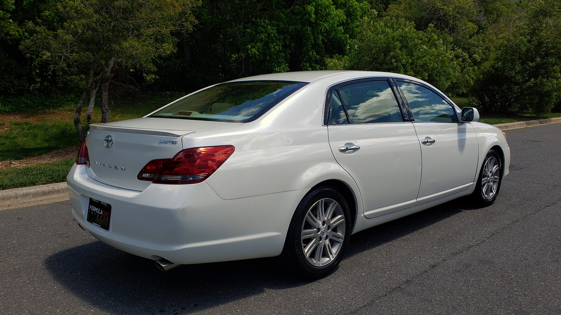 Used 2008 Toyota AVALON LIMITED V6 / FWD / SUNROOF / DYN RADAR CRUISE / BRAKE ASST for sale Sold at Formula Imports in Charlotte NC 28227 6