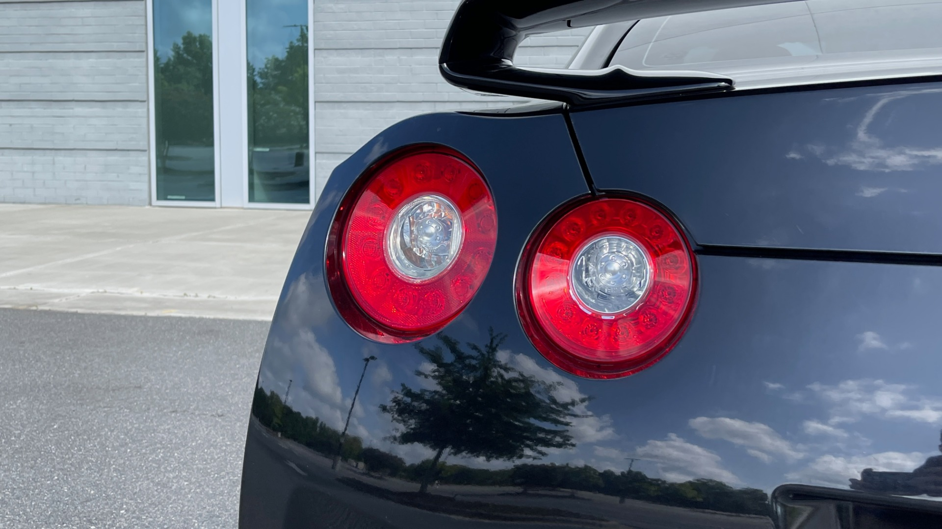 Used 2009 Nissan GT-R PREMIUM COUPE / AWD / TT 3.8L V6 / NAV / BOSE / BREMBO for sale $57,599 at Formula Imports in Charlotte NC 28227 17